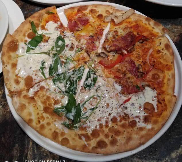 臘腸+藍紋乳酪芝麻葉比薩$
